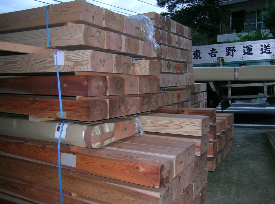 奈良県吉野から到着した産直の木材