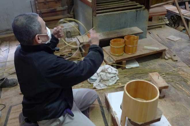 竹の箍をつくる