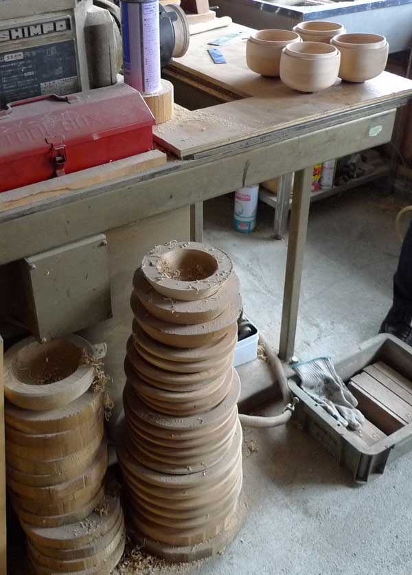 ろくろで加工後の木材